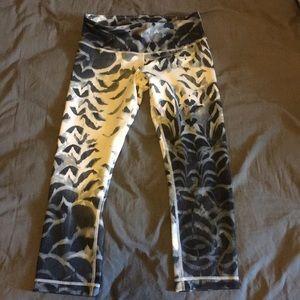 Lululemon cropped pattern leggings size 6